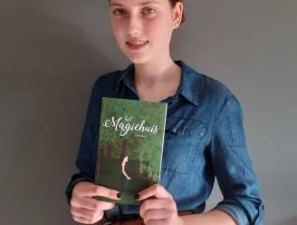 """Elien (15) brengt eerste boek uit: """"Ik vind het zalig om een fantasiewereld te creëren"""""""