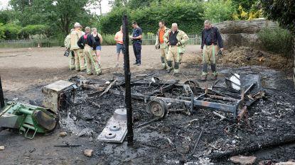 Caravan in weide brandt volledig uit