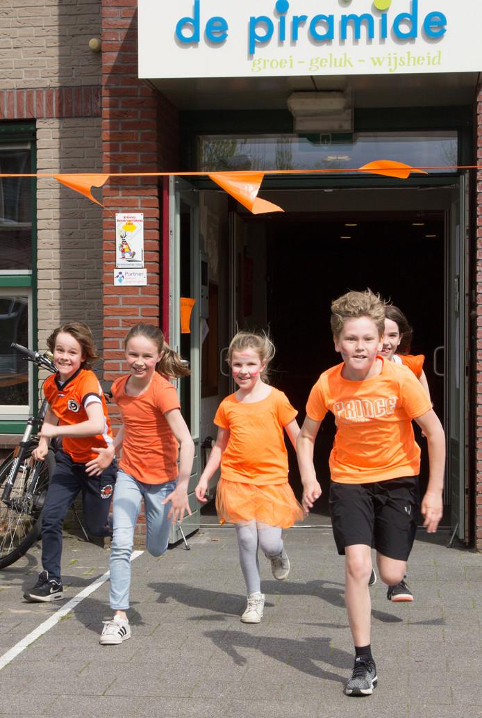 De leerlingen van De Piramide zetten hun beste beentje voort en liepen bijna 14.000 euro bijeen met hun sponsorloop.