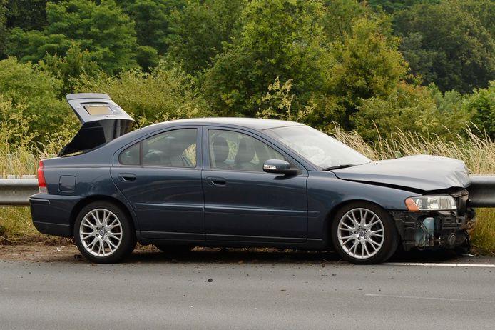 Een bestuurder raakte gewond nadat hij een andere auto op de A58 raakte.