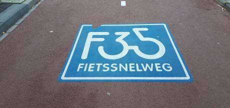 Jongens op snorfiets willen gevallen fietser van zijn spullen beroven in Borne
