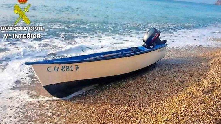 Een vluchtelingenbootje op een strand in Formentera