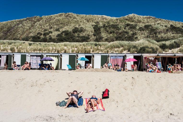 Strandcabines op het strand van Dishoek op het eiland Walcheren. Beeld Tine Schoemaker