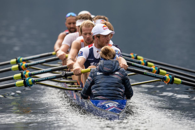 De zware mannenacht, tijdens een training in rustiger vaarwater.  Beeld Red Bull
