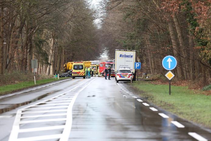De N35 tussen Raalte en Heino ging dicht na het ongeluk.