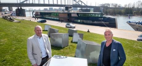 Cruisevaart ligt stil aan Rijnkade en vraagt Arnhem om clementie met liggelden