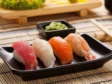 La seule bonne manière de manger des sushis