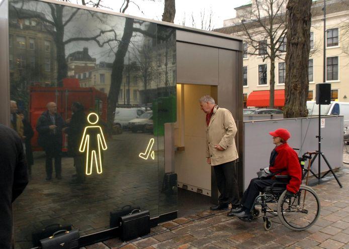Openbare toilet op het Buitenhof in Den Haag.