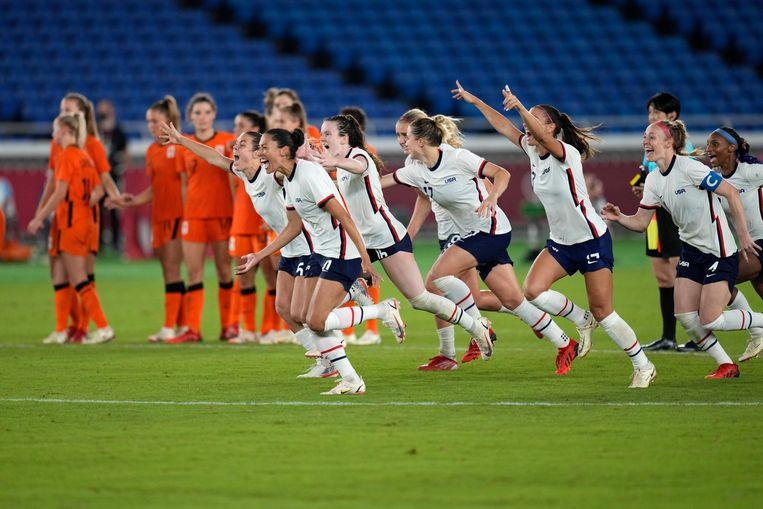 De spelers van de Verenigde Staten vieren de overwinning na de laatste strafschop. Beeld AP
