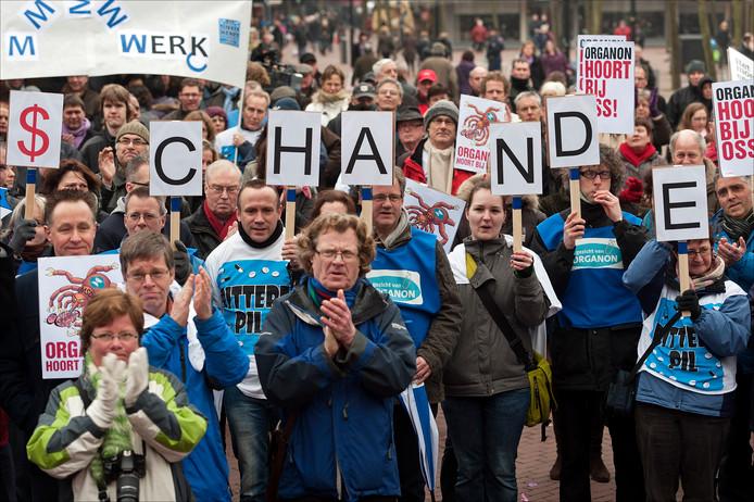 Na de overname door Merck dreigden duizenden banen te verdwijnen in Oss. Dat leverde massaal protest op.