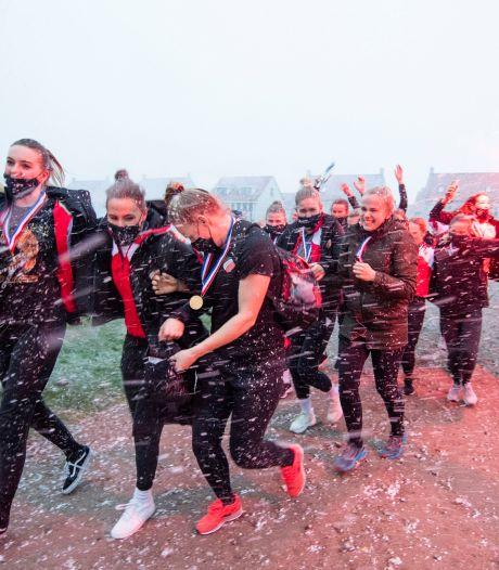 Vuurwerk en champagne voor bekerwinnaars Apollo bij onthaal in Borne