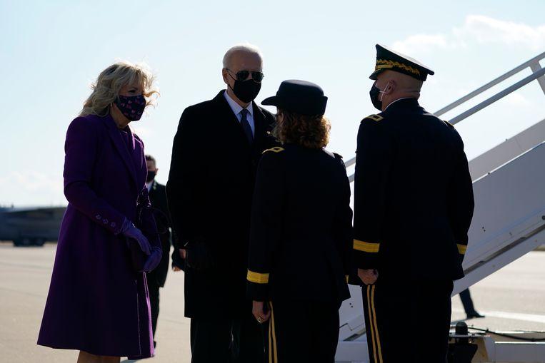 Aankomend president Joe Biden en zijn vrouw Jill vertrekken dinsdag vanuit Delaware naar Washington DC. Beeld AP