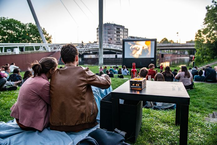 Een voorgaande editie van openluchtcinema BIOSKOOP in het Keizerspark.