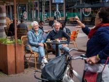 Terras open, publiek stroomt toe: 'Het leven begint weer in Arnhem'