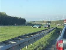 Boeteregen op snelweg A6 voor stiekeme filmers en wegpiraten na ongeluk en lange file