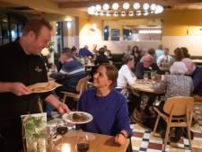 Een smakelijke plens jus bij biefstukrestaurant Loetje in Breda