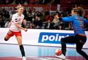 Tess Wester redt tegen Denemarken.