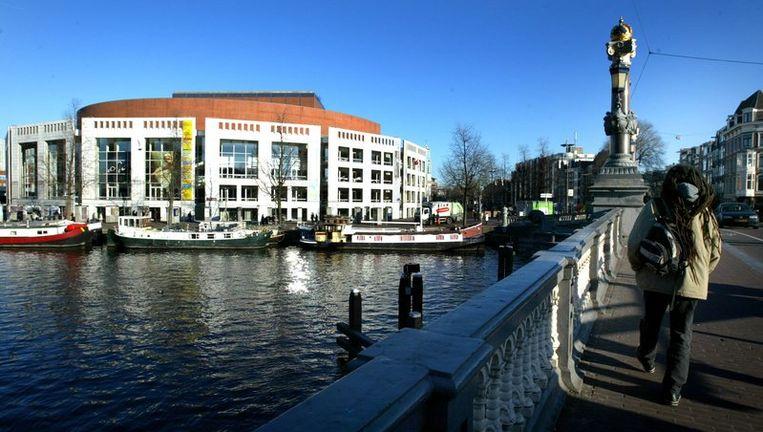 Een groot deel van de Amsterdamse raadsleden is herkozen en zal donderdag, als de nieuwe gemeenteraad wordt geïnstalleerd, weer plaatsnemen in de Stopera. Foto ANP Beeld