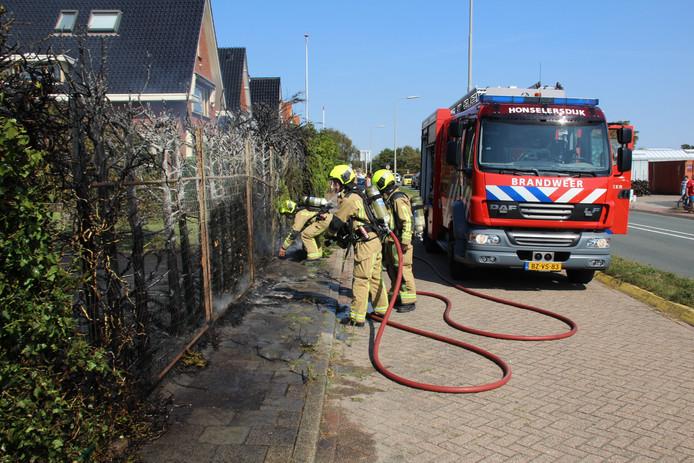 Bij een brand in een tuinhuisje aan de Emmastraat in Monster is vanmiddag veel rook vrijgekomen.