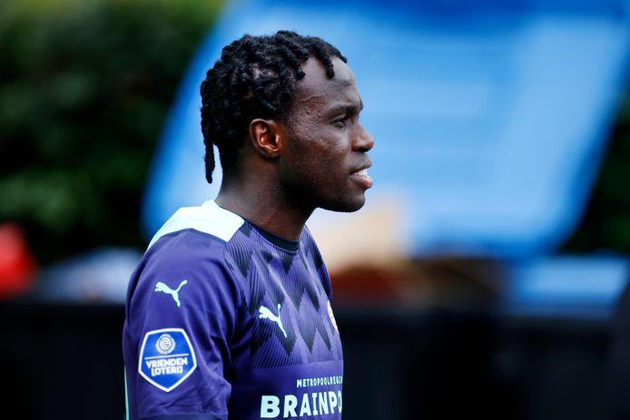 Bruma in het nieuwe uitshirt van PSV voor dit seizoen.