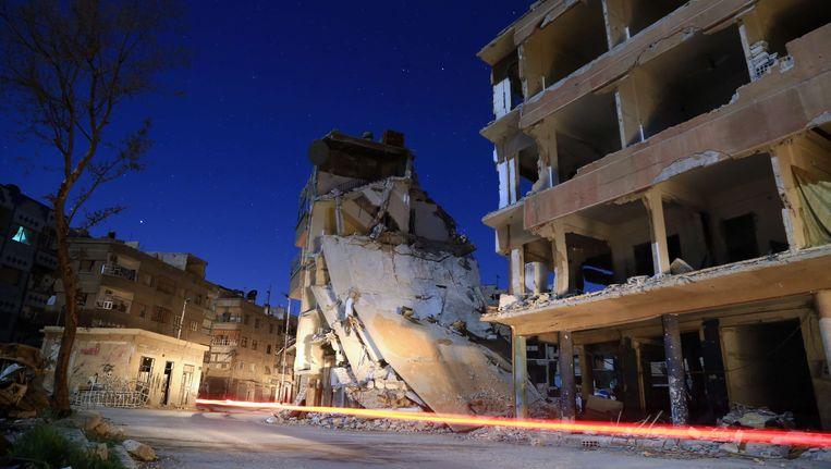 Een verwoest gebouw in Douma, een voorstad van de Syrische hoofdstad Damascus. Beeld AFP