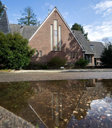 Inwoners Wolfheze ageren tegen mogelijke sloop Open Hof Kerk
