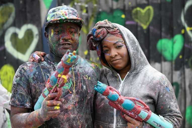 LONDON, ENGLAND - AUGUST 27:  Paint-covered revellers take part in the traditional