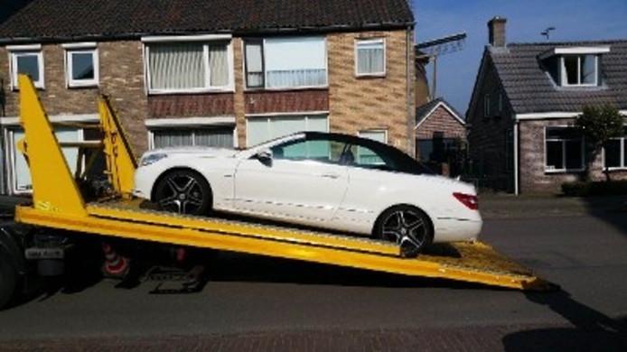 De uitkeringstrekker uit Oosterhout reed in een Mercedes cabriolet.
