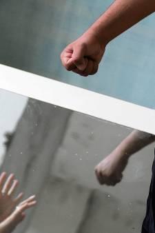 Jongen (19) mishandelt moeder na ruzie over een aansteker