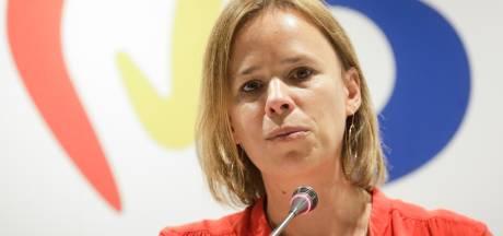 Caroline Désir et Valérie Glatigny pressent profs et parents de bien respecter les mesures de quarantaine