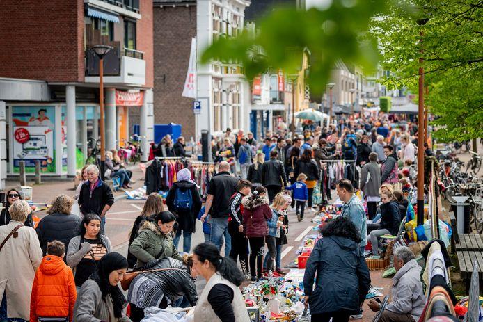 In 2021: géén Koningsdagviering in Almelo en dus ook geen kleedjesmarkt .
