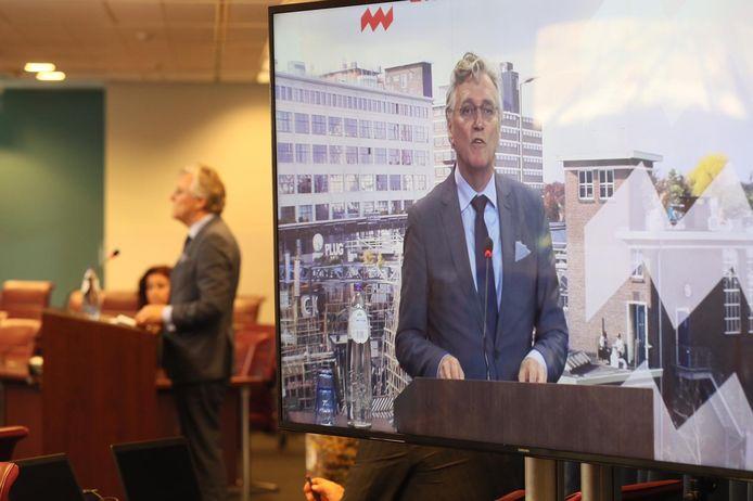 Burgemeester John Jorritsma tijdens de persconferentie in Eindhoven.