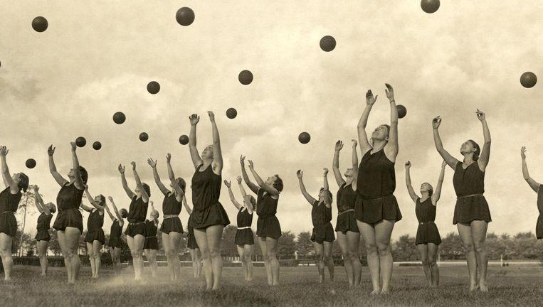 Ritmische gymnastiek in Duitsland, 1931. Fotograaf onbekend. Beeld Nationaal Archief/Spaarnestad Photo