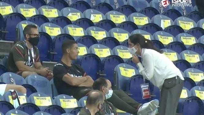 Cristiano Ronaldo op de vingers getikt omdat hij mondmaskerplicht aan z'n laars lapt