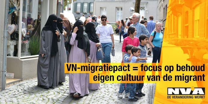 Terwijl de regering een kookpunt bereikt, geeft N-VA extra gas met opvallende campagnebeelden tegen het VN-migratiepact. Dit is één van de bewuste N-VA-affiches.