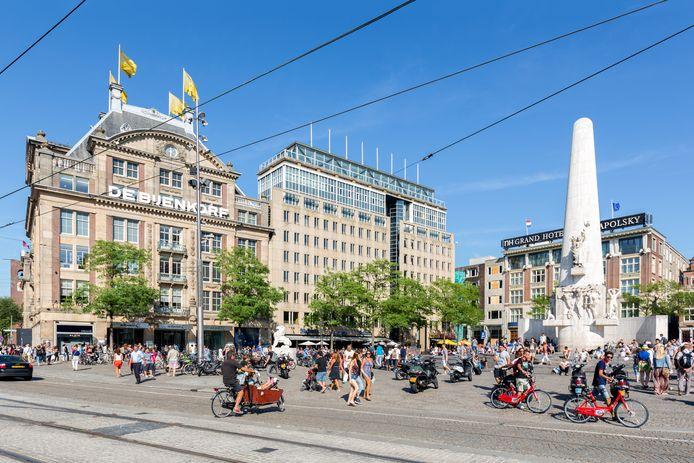 Het appartementencomplex biedt uitzicht op het Nationaal Monument op de Dam in Amsterdam, naast het befaamde Krasnapolsky-hotel.