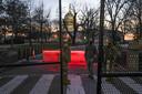 Rond het Capitool verrijzen metershoge hekken.
