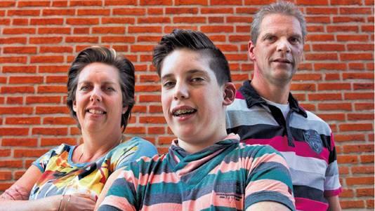 Patrick en zijn ouders Evelien en Marcel.