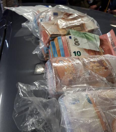 Fransen hebben 'grote som' contant geld in auto in Roosendaal: opgepakt voor witwassen