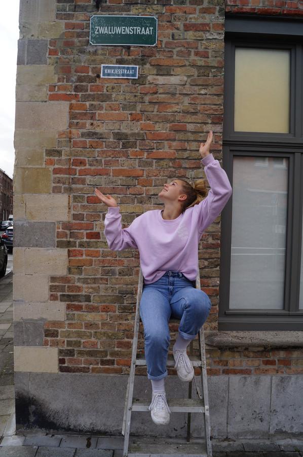 Zarra Neirynck uit Brugge wil de buurt vriendelijker maken met de Knikjesstraat: te beginnen met haar eigen buurt
