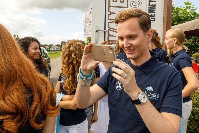 Vlogger en organisator Christiaan Vredenburg bekommert zich over de dames van de Missverkiezing.