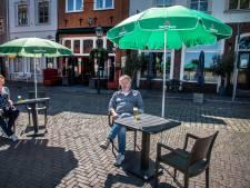 Ruim baan voor terrassen in Grave: deel Maasstraat in zomermaanden autovrij