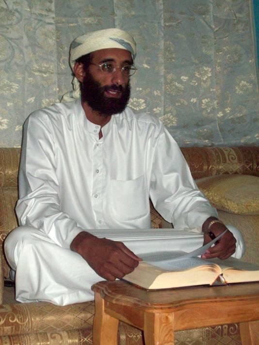 Imam Anwar al-Awlaki hielp later de kapers aan onderdak en paspoorten toen ze begin 2000 in de VS arriveerden.