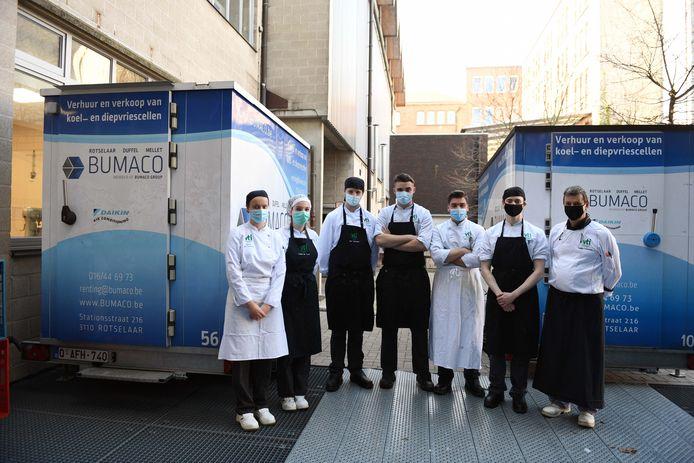 De studenten VTI kookten elke dag 130 maaltijden voor Poverello.