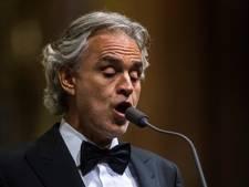 Andrea Bocelli in ziekenhuis na val van paard