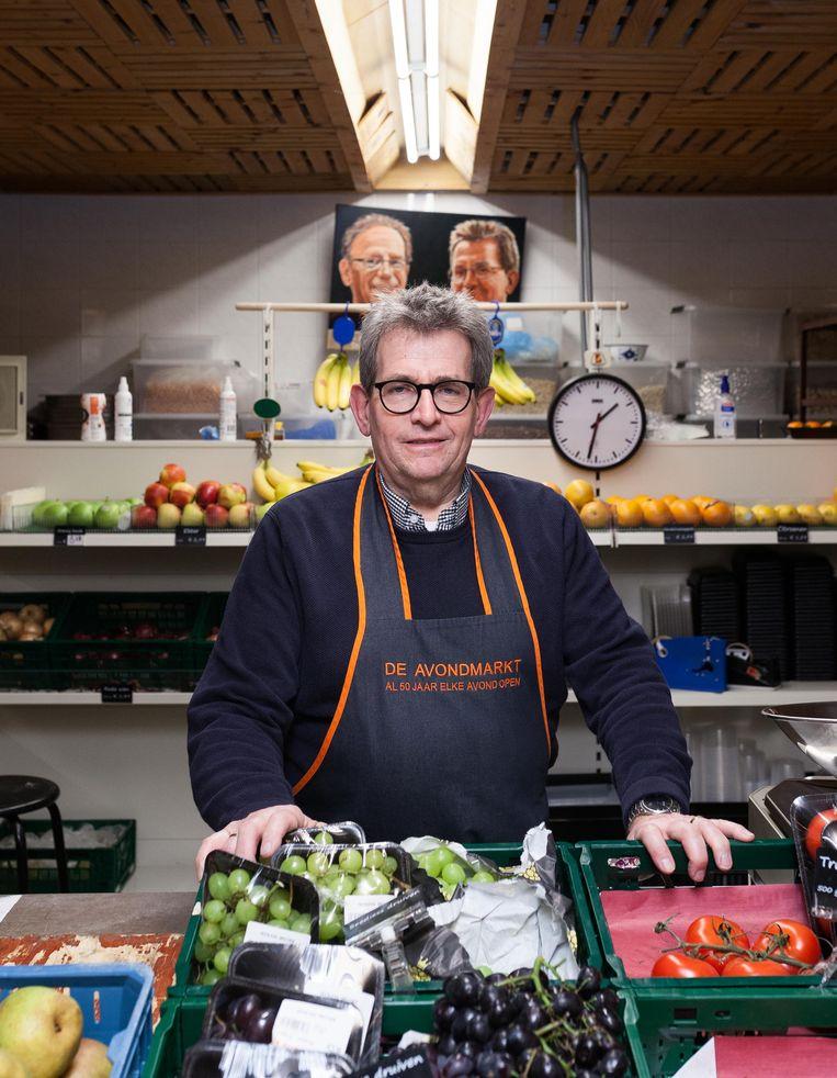 Hans van Akkeren (69), eigenaar van avondwinkel De Avondmarkt. Beeld Nina Schollaardt