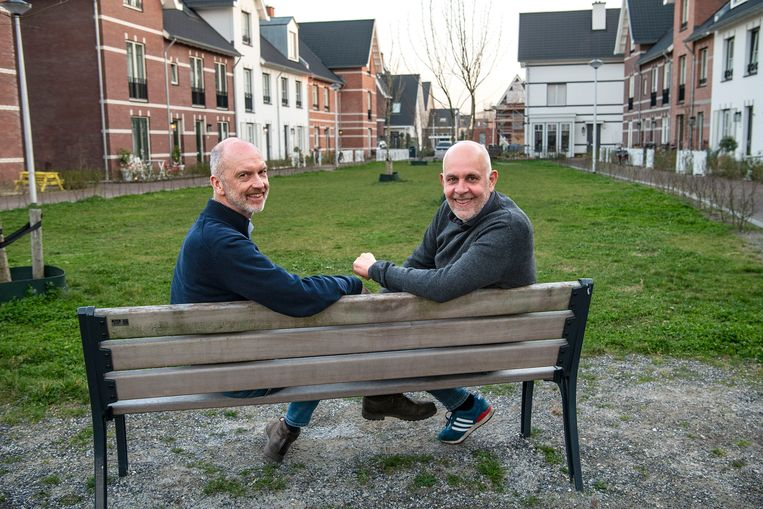 Dolf Pasker en Gert Kasteel traden twintig jaar geleden als eerste homostel ter wereld in het huwelijk.  Beeld Guus Dubbelman / de Volkskrant