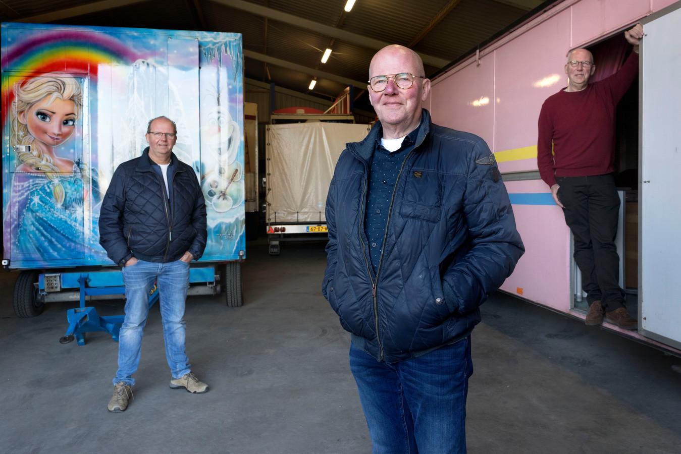 Henri Paashuis (midden) wil de Vughtse kermis een laatste impuls geven. De attracties worden verplaatst naar het Lidwinaveld.
