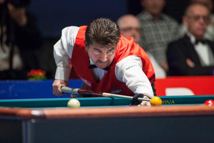 De Deense topbiljarter Tonny Carlsen in actie