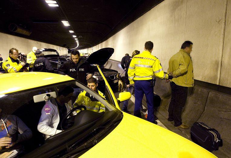 Een drugscontrole bij Dordrecht. Vorig jaar werden 12.067 rijdende drugsgebruikers aangehouden. Beeld ANP